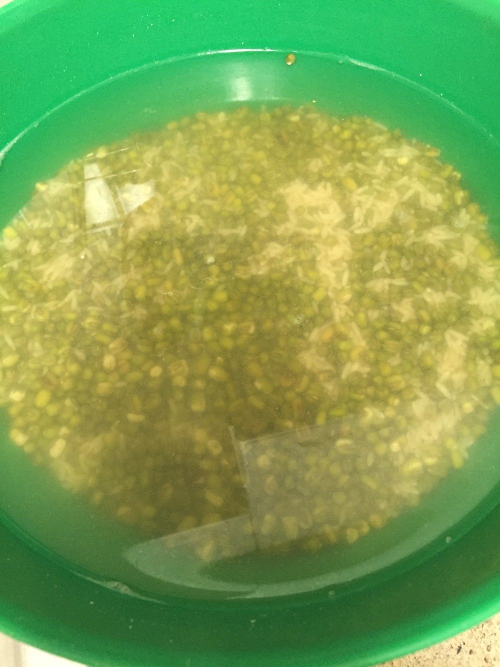 Soaking rice and mung beans